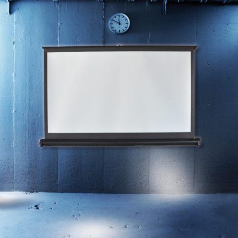 Liten filmduk för placering på bord i cool miljö från Kingpin Screens